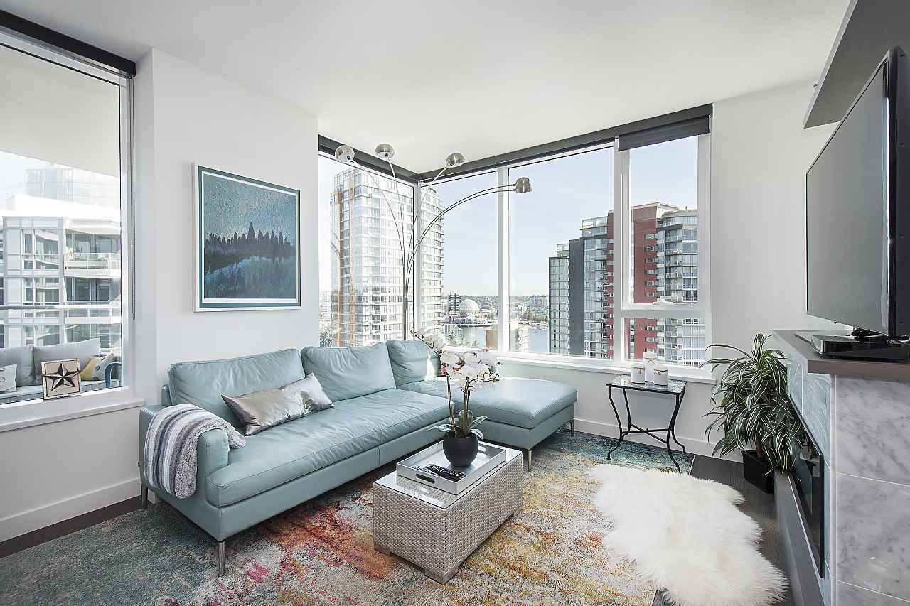 "Photo 6: Photos: 1908 68 SMITHE Street in Vancouver: Downtown VW Condo for sale in ""1 PACIFIC"" (Vancouver West)  : MLS®# R2244187"