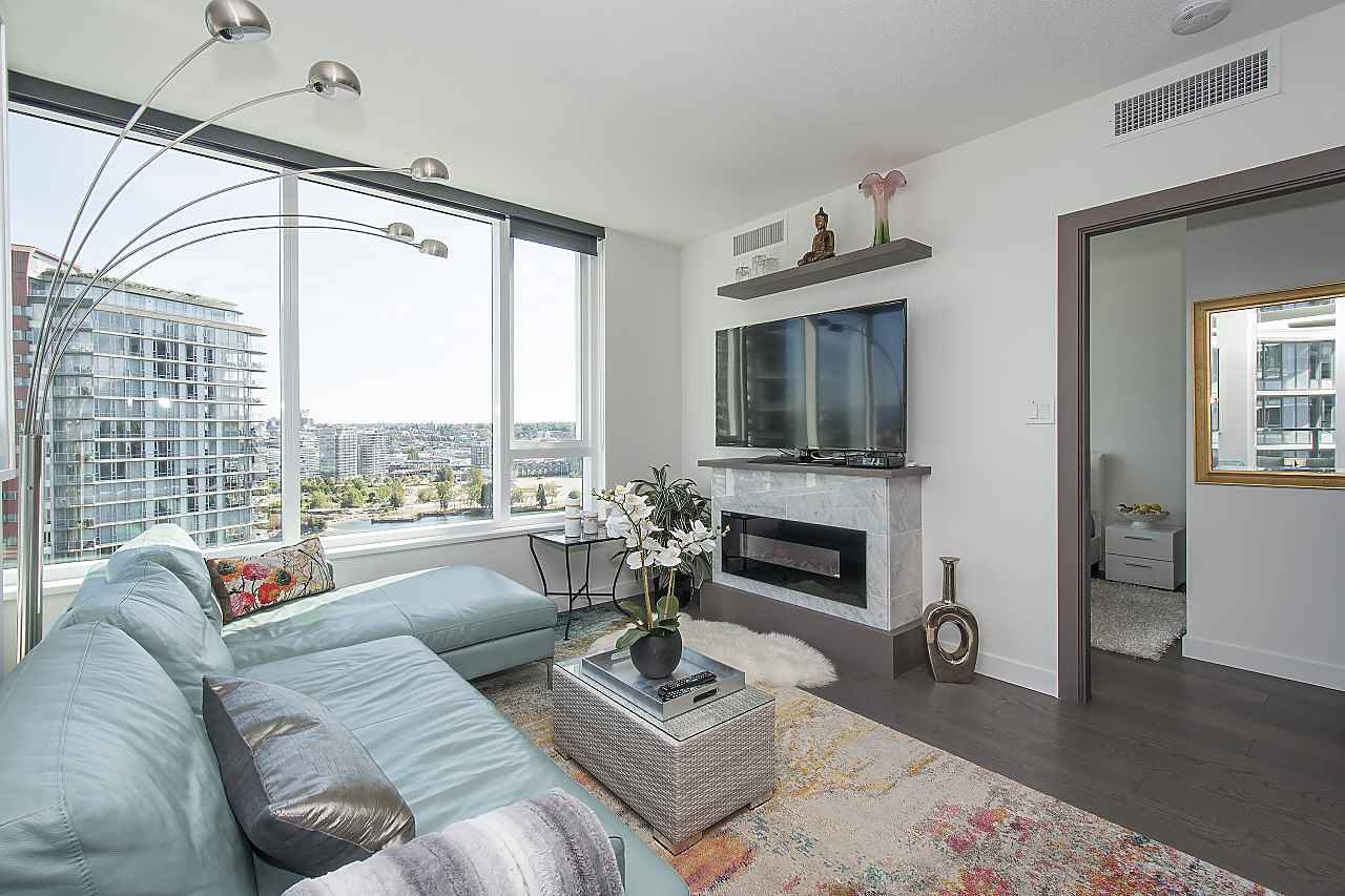 "Photo 7: Photos: 1908 68 SMITHE Street in Vancouver: Downtown VW Condo for sale in ""1 PACIFIC"" (Vancouver West)  : MLS®# R2244187"