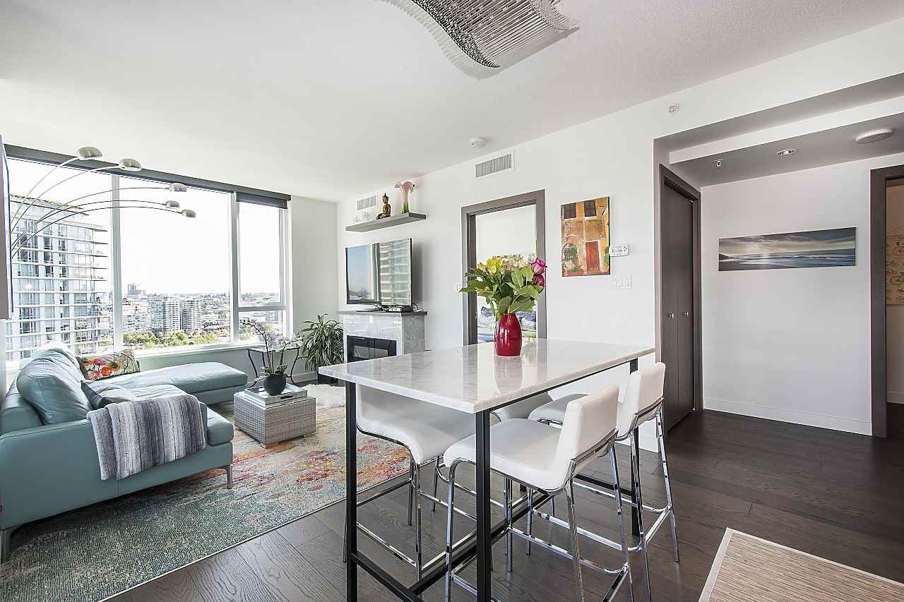 "Photo 2: Photos: 1908 68 SMITHE Street in Vancouver: Downtown VW Condo for sale in ""1 PACIFIC"" (Vancouver West)  : MLS®# R2244187"