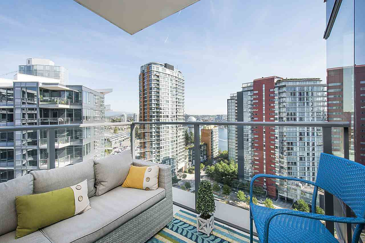 "Photo 8: Photos: 1908 68 SMITHE Street in Vancouver: Downtown VW Condo for sale in ""1 PACIFIC"" (Vancouver West)  : MLS®# R2244187"