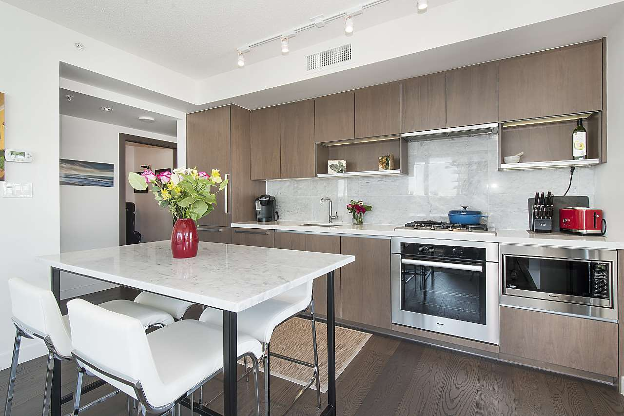 "Photo 3: Photos: 1908 68 SMITHE Street in Vancouver: Downtown VW Condo for sale in ""1 PACIFIC"" (Vancouver West)  : MLS®# R2244187"