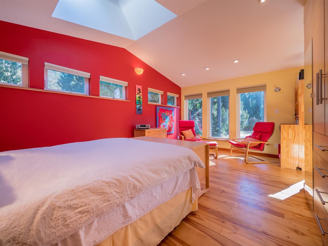 Photo 9: Photos: 3592 BEACH Avenue: Roberts Creek House for sale (Sunshine Coast)  : MLS®# R2244747