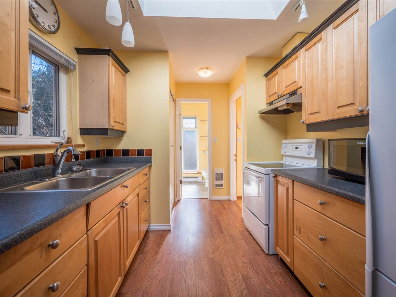 Photo 19: Photos: 3592 BEACH Avenue: Roberts Creek House for sale (Sunshine Coast)  : MLS®# R2244747