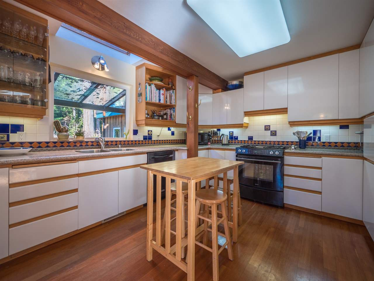 Photo 5: Photos: 3592 BEACH Avenue: Roberts Creek House for sale (Sunshine Coast)  : MLS®# R2244747