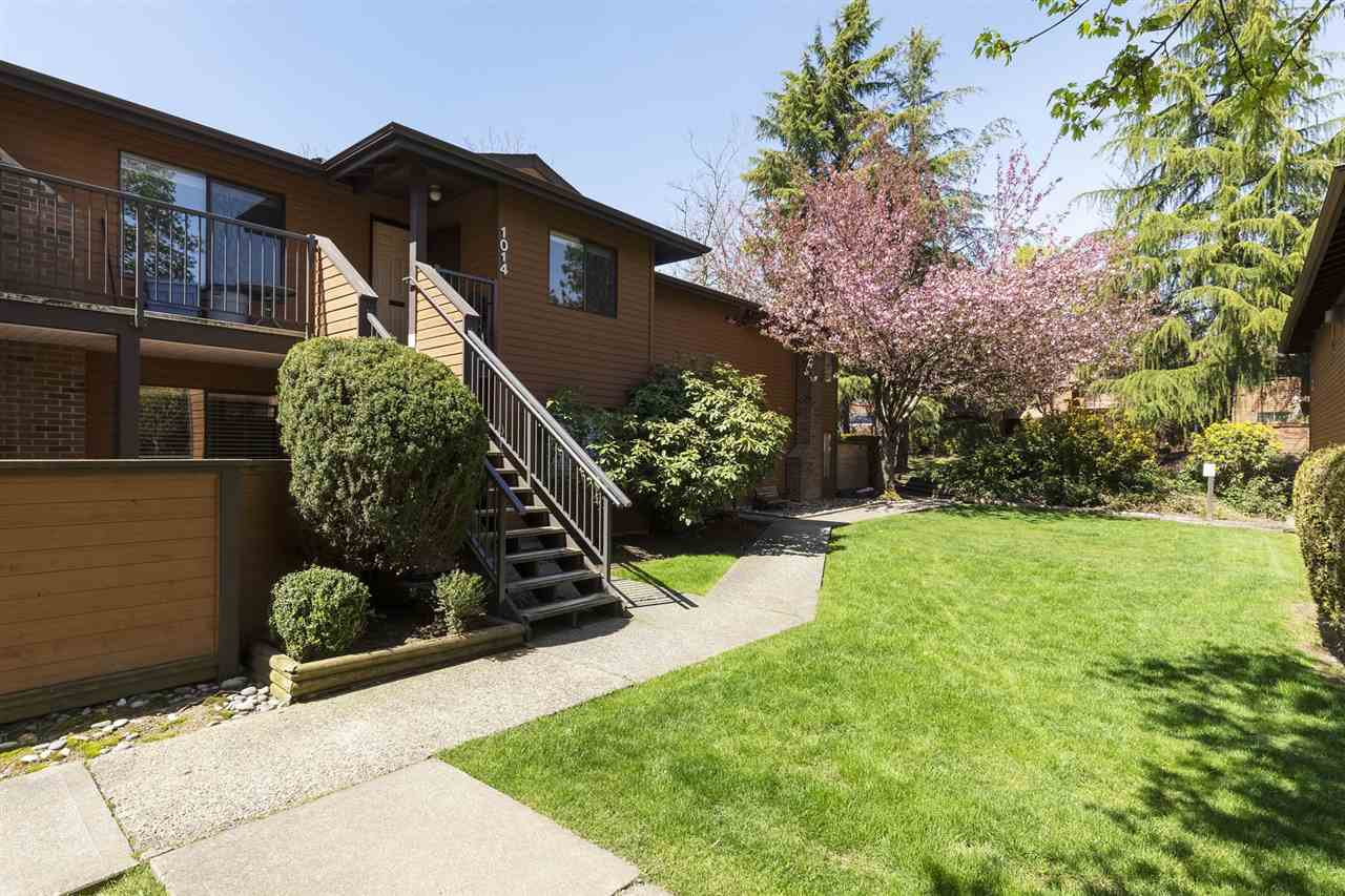 """Main Photo: 1014 10620 150 Street in Surrey: Guildford Townhouse for sale in """"Lincolns Gate"""" (North Surrey)  : MLS®# R2263091"""