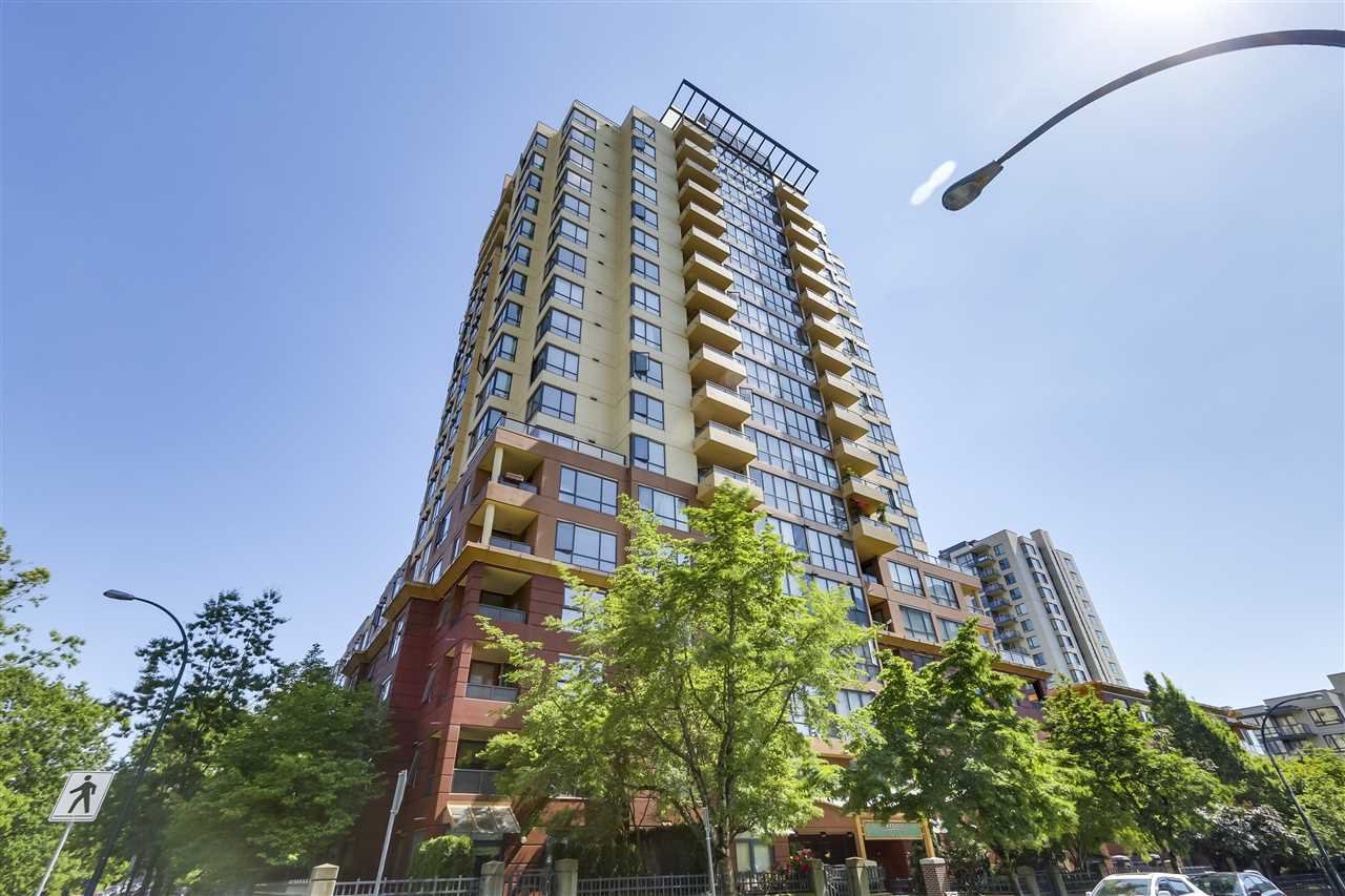 """Main Photo: 305 5288 MELBOURNE Street in Vancouver: Collingwood VE Condo for sale in """"Emerald Park Place"""" (Vancouver East)  : MLS®# R2270744"""