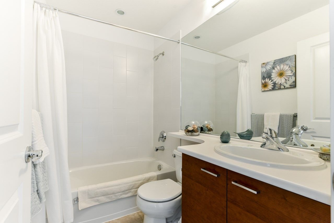 """Photo 16: Photos: 34 7348 192A Street in Surrey: Clayton Townhouse for sale in """"KNOLL"""" (Cloverdale)  : MLS®# R2271971"""