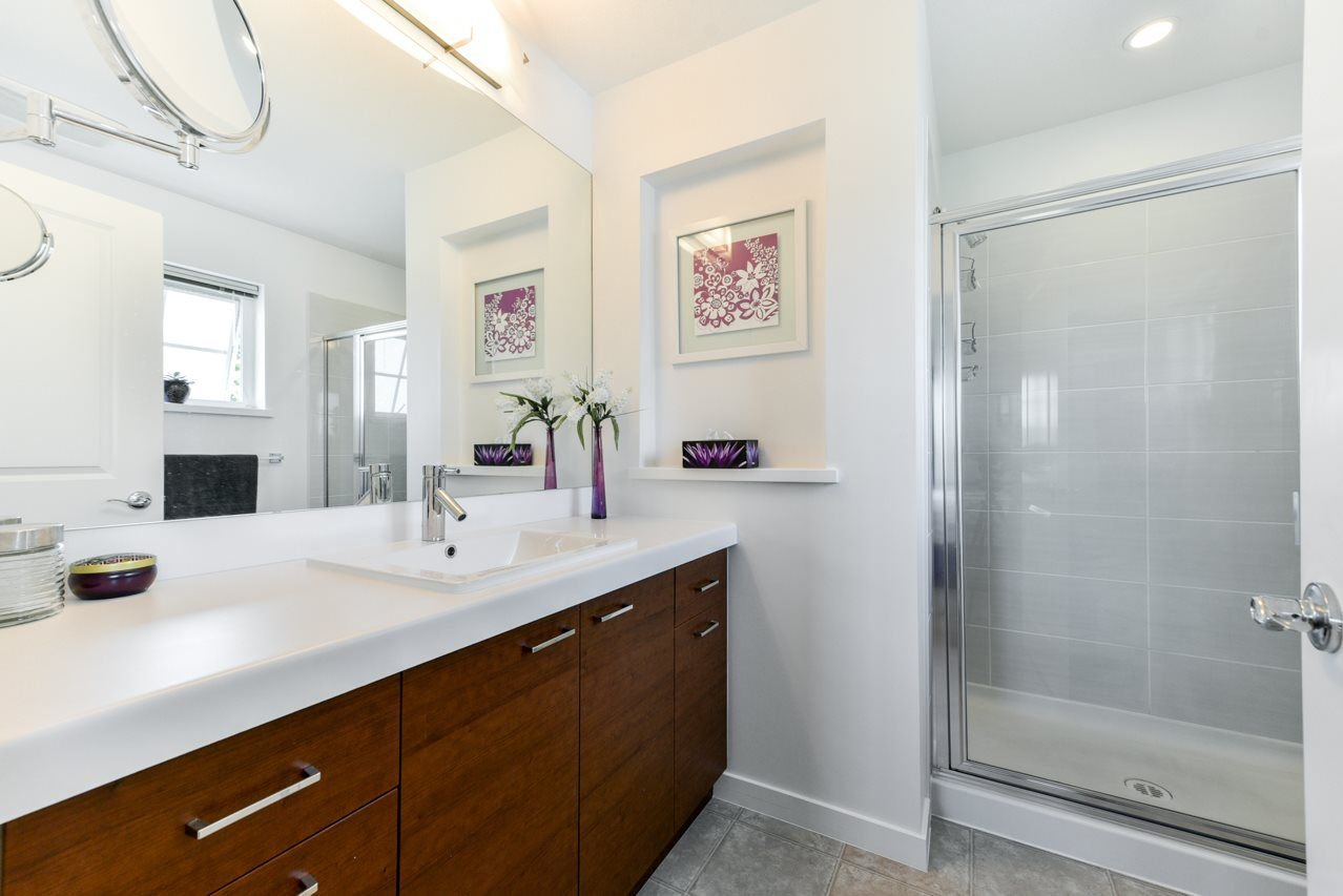 """Photo 12: Photos: 34 7348 192A Street in Surrey: Clayton Townhouse for sale in """"KNOLL"""" (Cloverdale)  : MLS®# R2271971"""