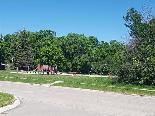 Photo 2: Photos: 6 Buckle Drive in Winnipeg: Residential for sale (1G)  : MLS®# 1815084