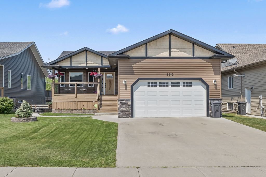 Main Photo: 5912 Meadow Way: Cold Lake House for sale : MLS®# E4151196