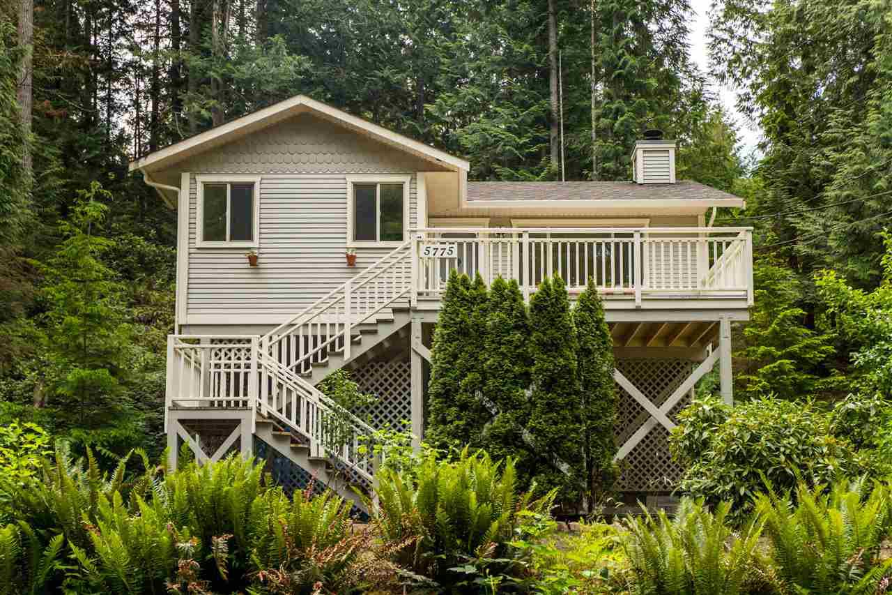 Main Photo: 5775 NAYLOR Road in Sechelt: Sechelt District House for sale (Sunshine Coast)  : MLS®# R2376524