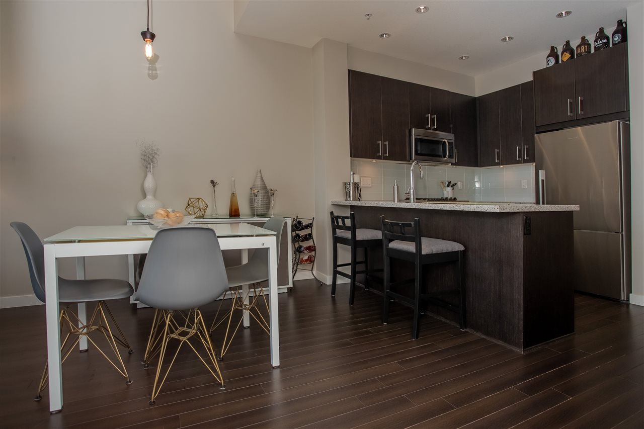 """Main Photo: 527 119 W 22ND Street in North Vancouver: Central Lonsdale Condo for sale in """"Anderson Walk"""" : MLS®# R2395487"""