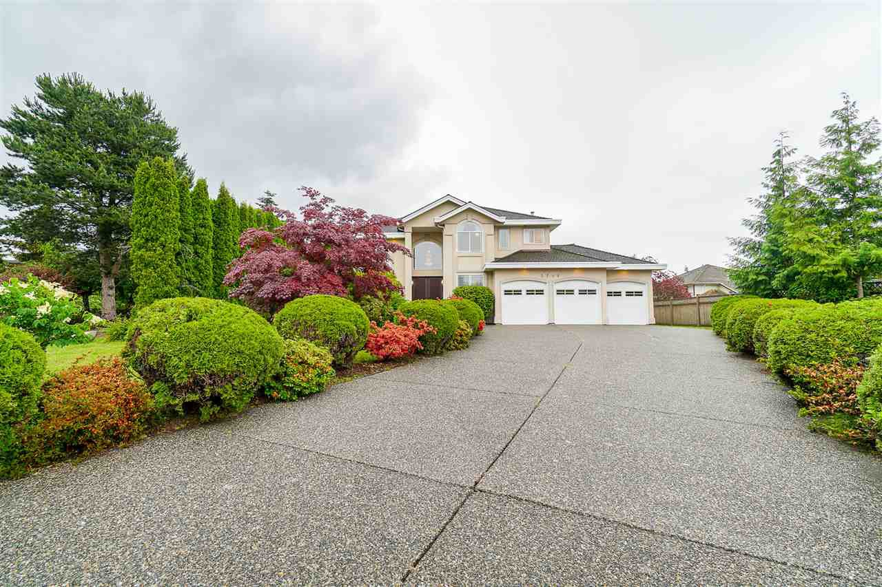 Main Photo: 5746 145A Street in Surrey: Sullivan Station House for sale : MLS®# R2465036