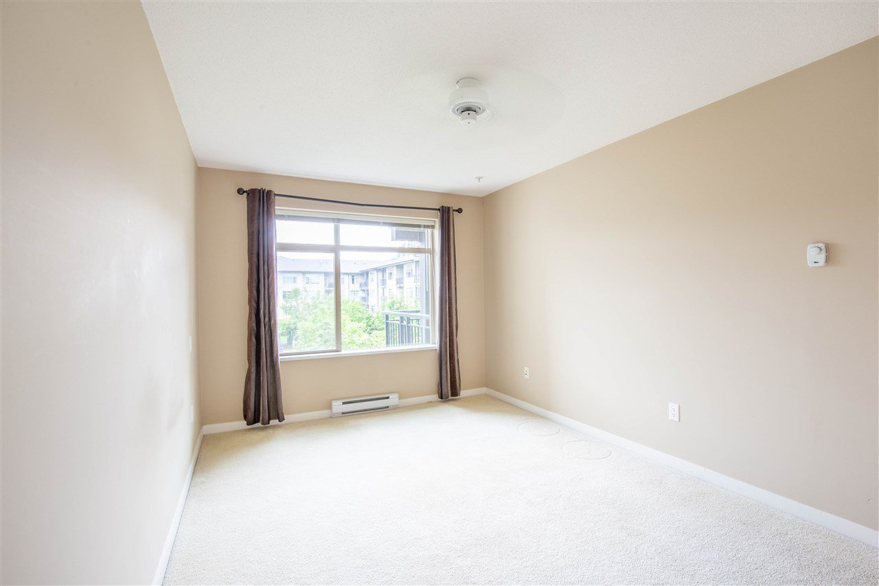"Photo 14: Photos: 323 9288 ODLIN Road in Richmond: West Cambie Condo for sale in ""MERIDIAN GATE"" : MLS®# R2472996"