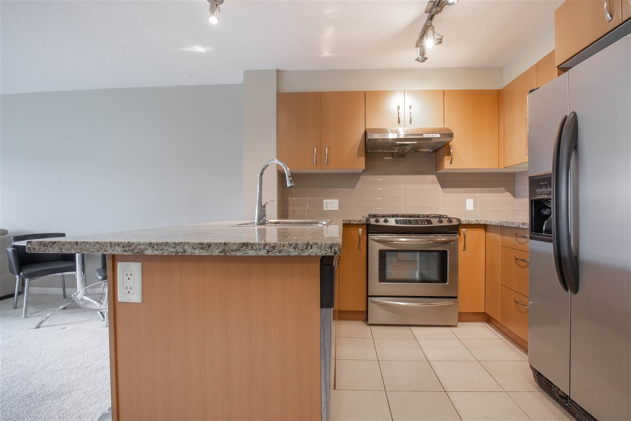 "Photo 4: Photos: 323 9288 ODLIN Road in Richmond: West Cambie Condo for sale in ""MERIDIAN GATE"" : MLS®# R2472996"