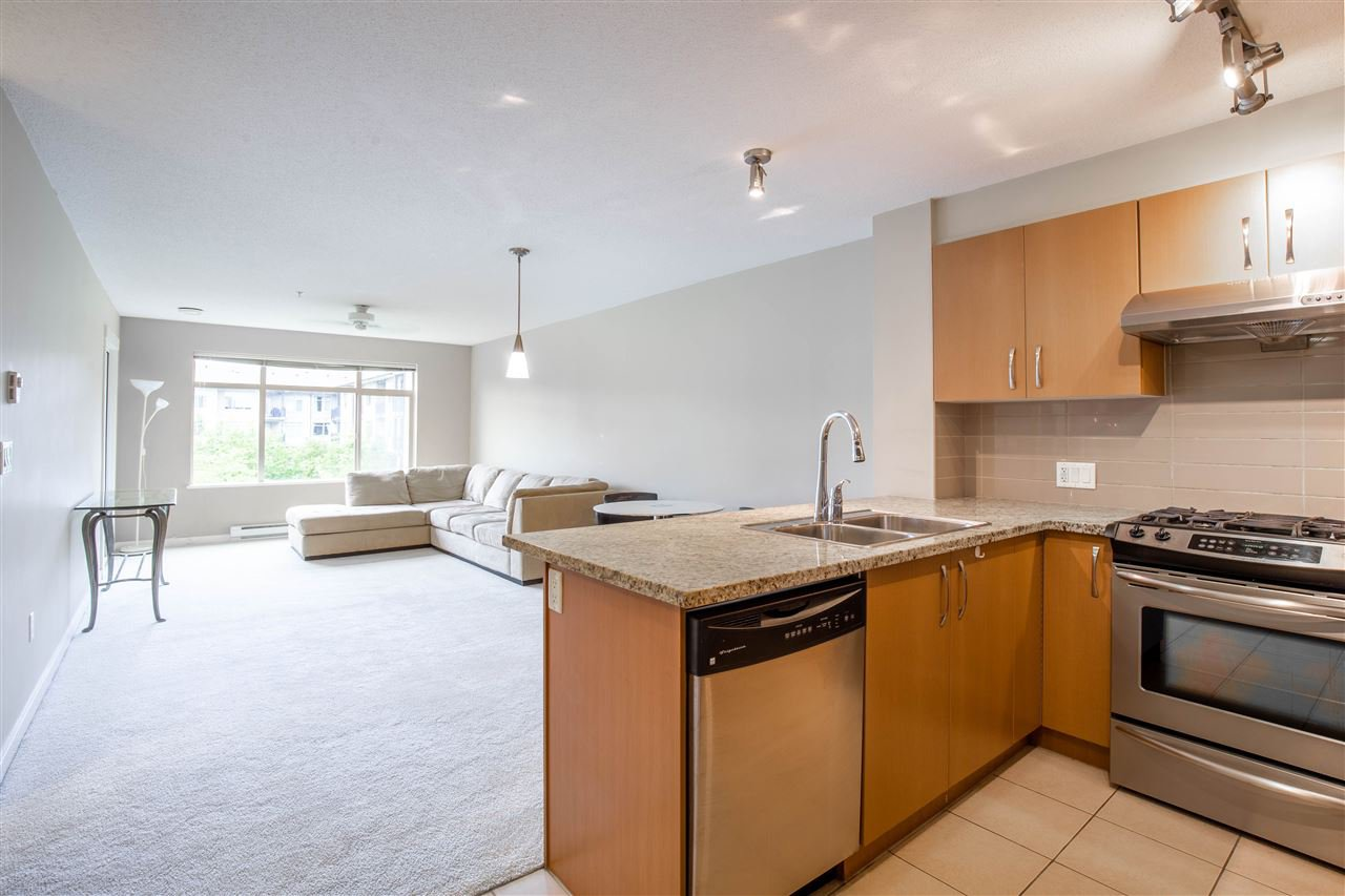 "Photo 5: Photos: 323 9288 ODLIN Road in Richmond: West Cambie Condo for sale in ""MERIDIAN GATE"" : MLS®# R2472996"