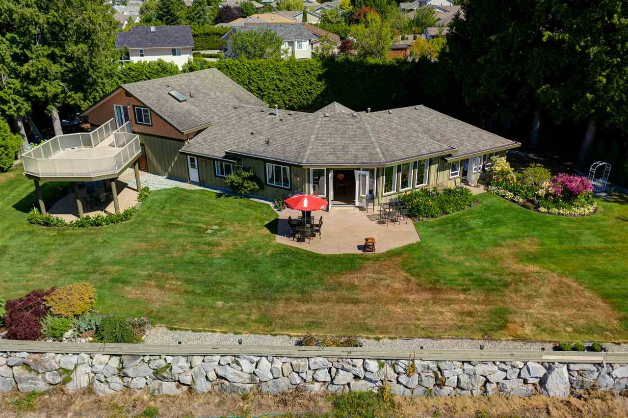 Main Photo: 5601 NICKERSON Road in Sechelt: Sechelt District House for sale (Sunshine Coast)  : MLS®# R2480858