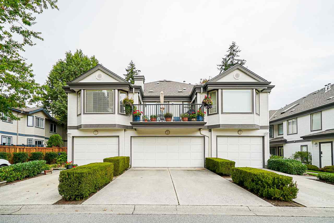 """Main Photo: 47 15840 84 Avenue in Surrey: Fleetwood Tynehead Townhouse for sale in """"Fleetwood Gables"""" : MLS®# R2505704"""