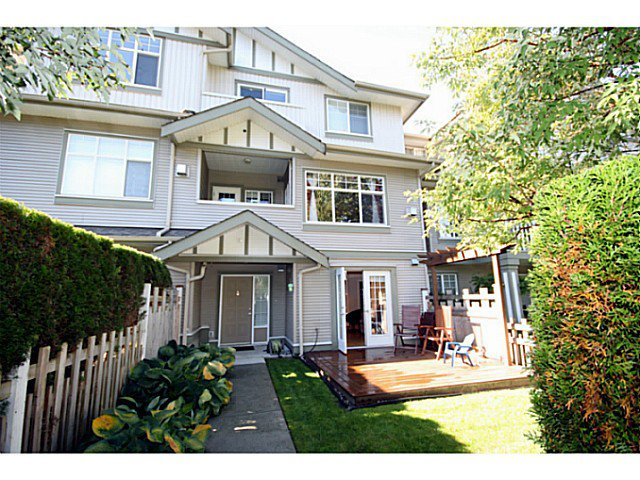 "Main Photo: 3 2733 PARKWAY Drive in Surrey: King George Corridor Townhouse for sale in ""PARKWAY GARDENS"" (South Surrey White Rock)  : MLS®# F1323092"