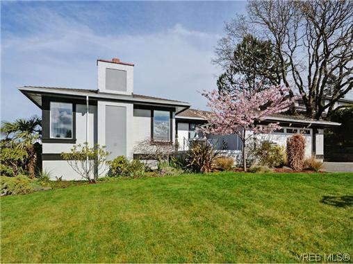 Main Photo: 800 Summerwood Pl in VICTORIA: SE Broadmead House for sale (Saanich East)  : MLS®# 695460