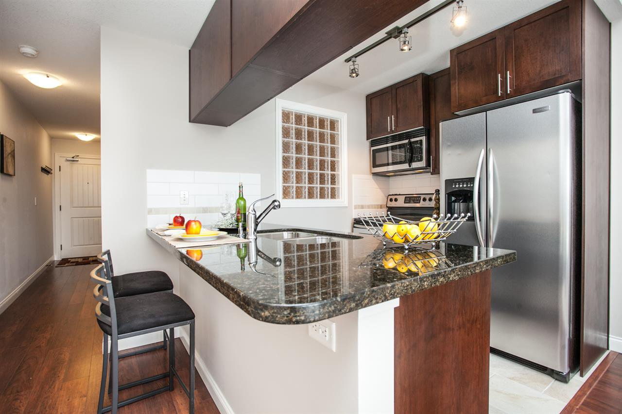 """Photo 6: Photos: 410 5650 201A Street in Langley: Langley City Condo for sale in """"Paddington Station"""" : MLS®# R2087664"""