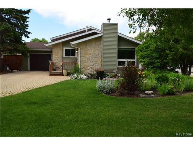 Main Photo: 27 Lake Albrin Bay in Winnipeg: Waverley Heights Residential for sale (1L)  : MLS®# 1706470