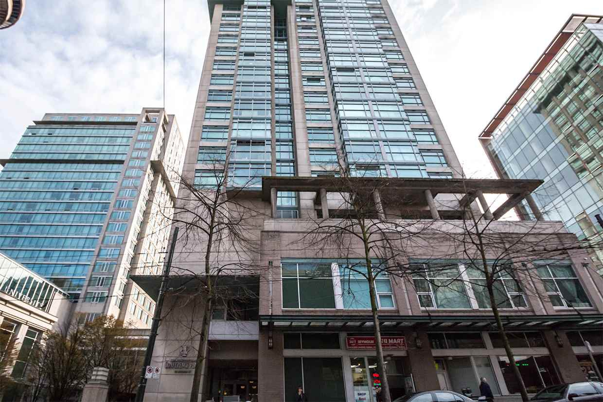 "Main Photo: 2103 438 SEYMOUR Street in Vancouver: Downtown VW Condo for sale in ""CONFERENCE PLAZA"" (Vancouver West)  : MLS®# R2166510"