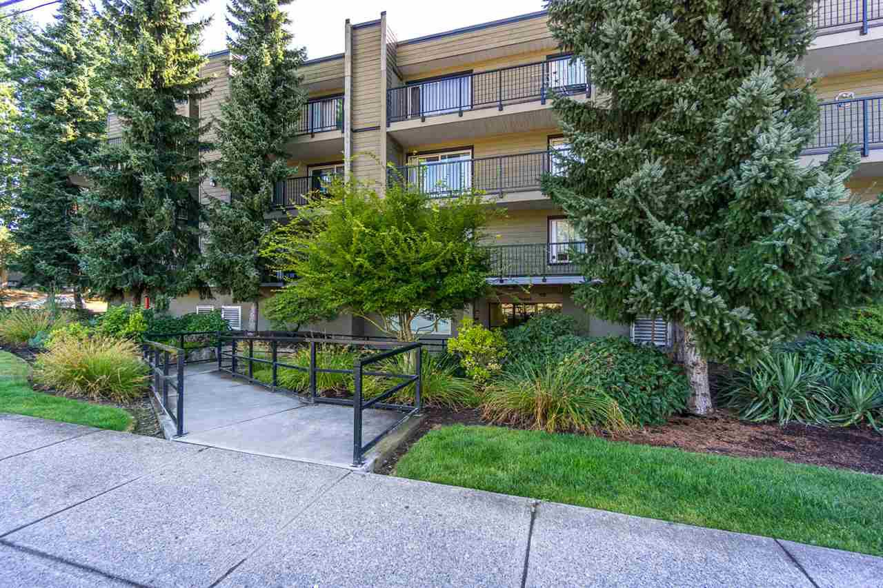 """Main Photo: 108 10468 148 Street in Surrey: Guildford Condo for sale in """"Guilford Greene"""" (North Surrey)  : MLS®# R2199586"""