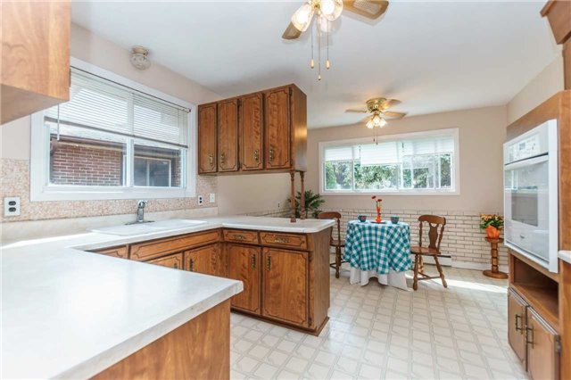Photo 5: Photos: 913 Walnut Court in Oshawa: Donevan House (Bungalow) for sale : MLS®# E3931287