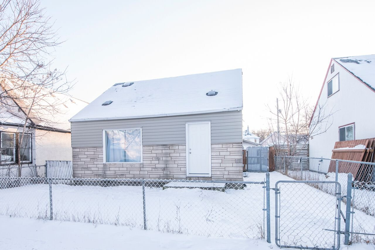 Main Photo: 1442 McDermot Avenue West in Winnipeg: Weston Single Family Detached for sale (5D)  : MLS®# 1800122