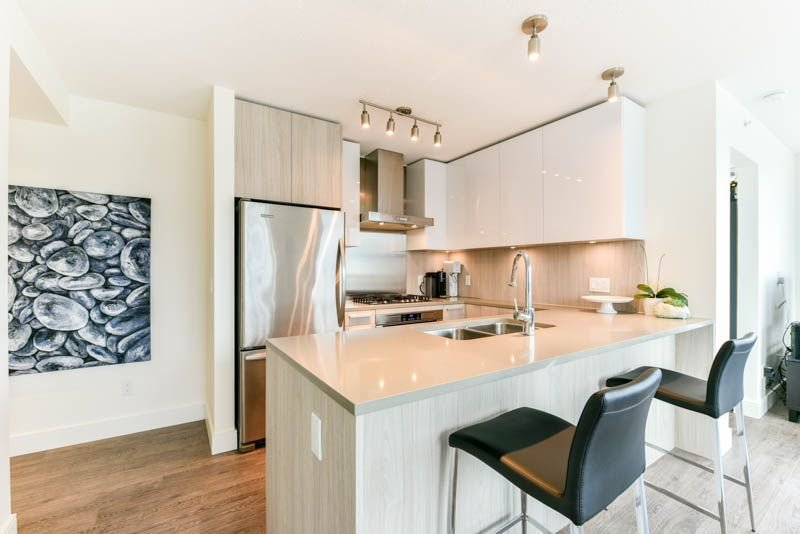 Photo 8: Photos: 2608 3007 GLEN Drive in Coquitlam: North Coquitlam Condo for sale : MLS®# R2246438
