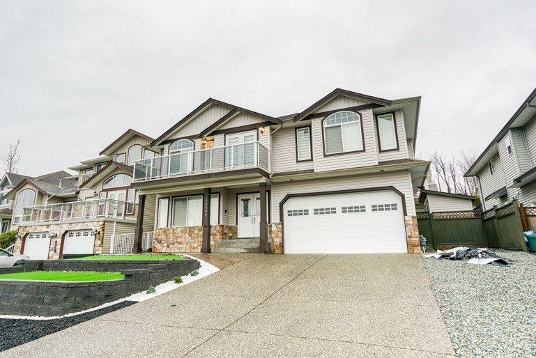 Great family home that's been recently updated from top to bottom!