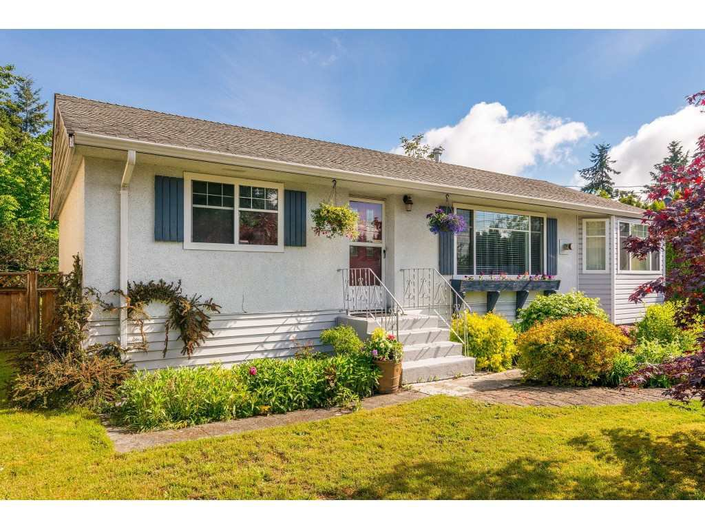 "Main Photo: 15623 18 Avenue in Surrey: King George Corridor House for sale in ""Sunnyside"" (South Surrey White Rock)  : MLS®# R2369500"