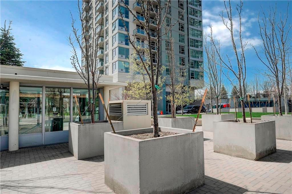 Main Photo: 1201 77 SPRUCE Place SW in Calgary: Spruce Cliff Apartment for sale : MLS®# C4245606