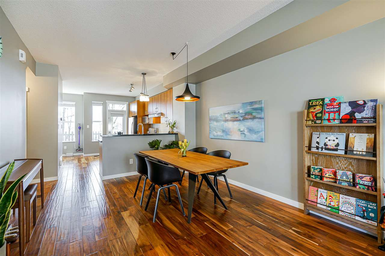 """Photo 7: Photos: 16 6736 SOUTHPOINT Drive in Burnaby: South Slope Townhouse for sale in """"SOUTHPOINT"""" (Burnaby South)  : MLS®# R2433523"""