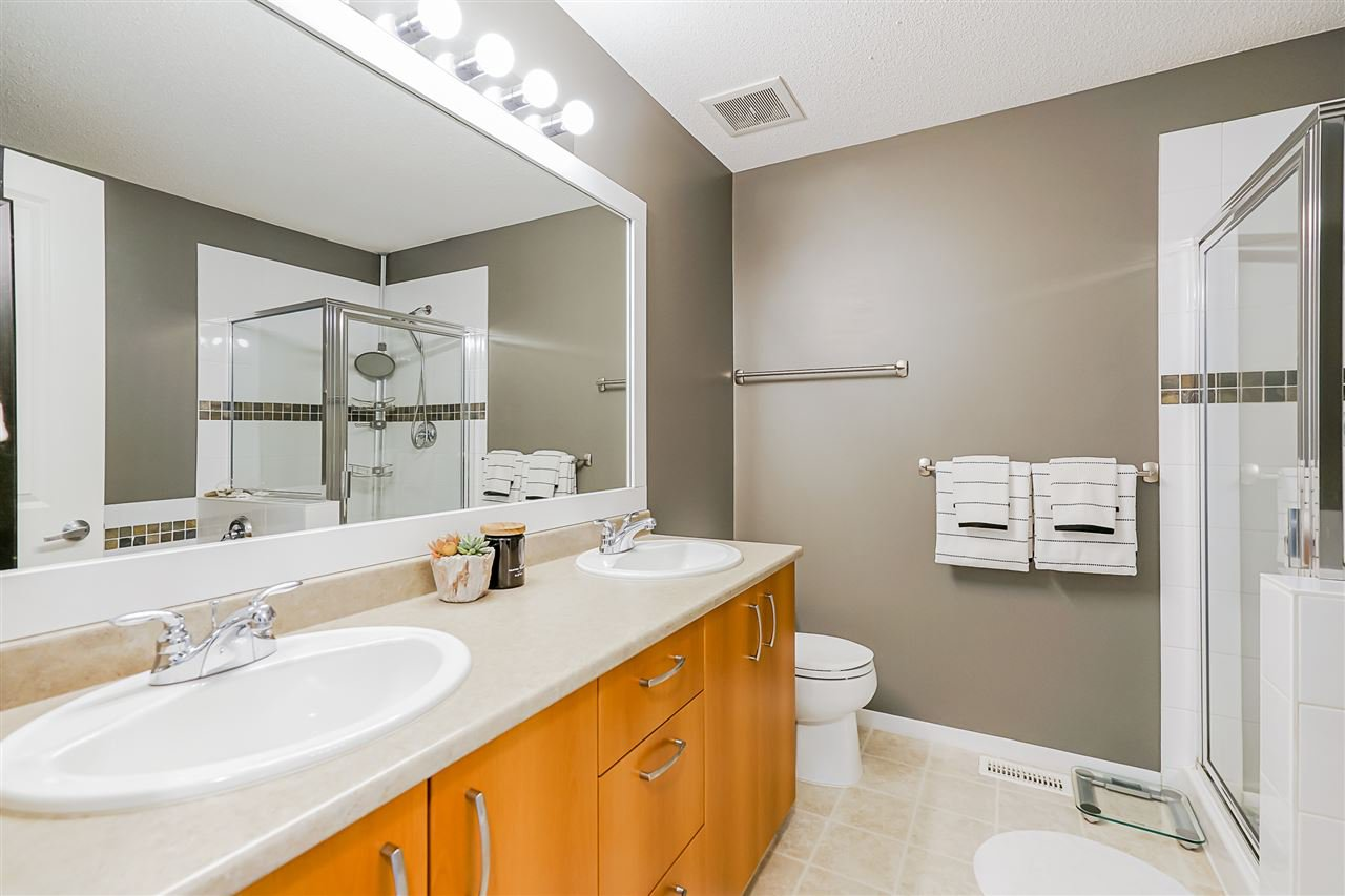 """Photo 15: Photos: 16 6736 SOUTHPOINT Drive in Burnaby: South Slope Townhouse for sale in """"SOUTHPOINT"""" (Burnaby South)  : MLS®# R2433523"""