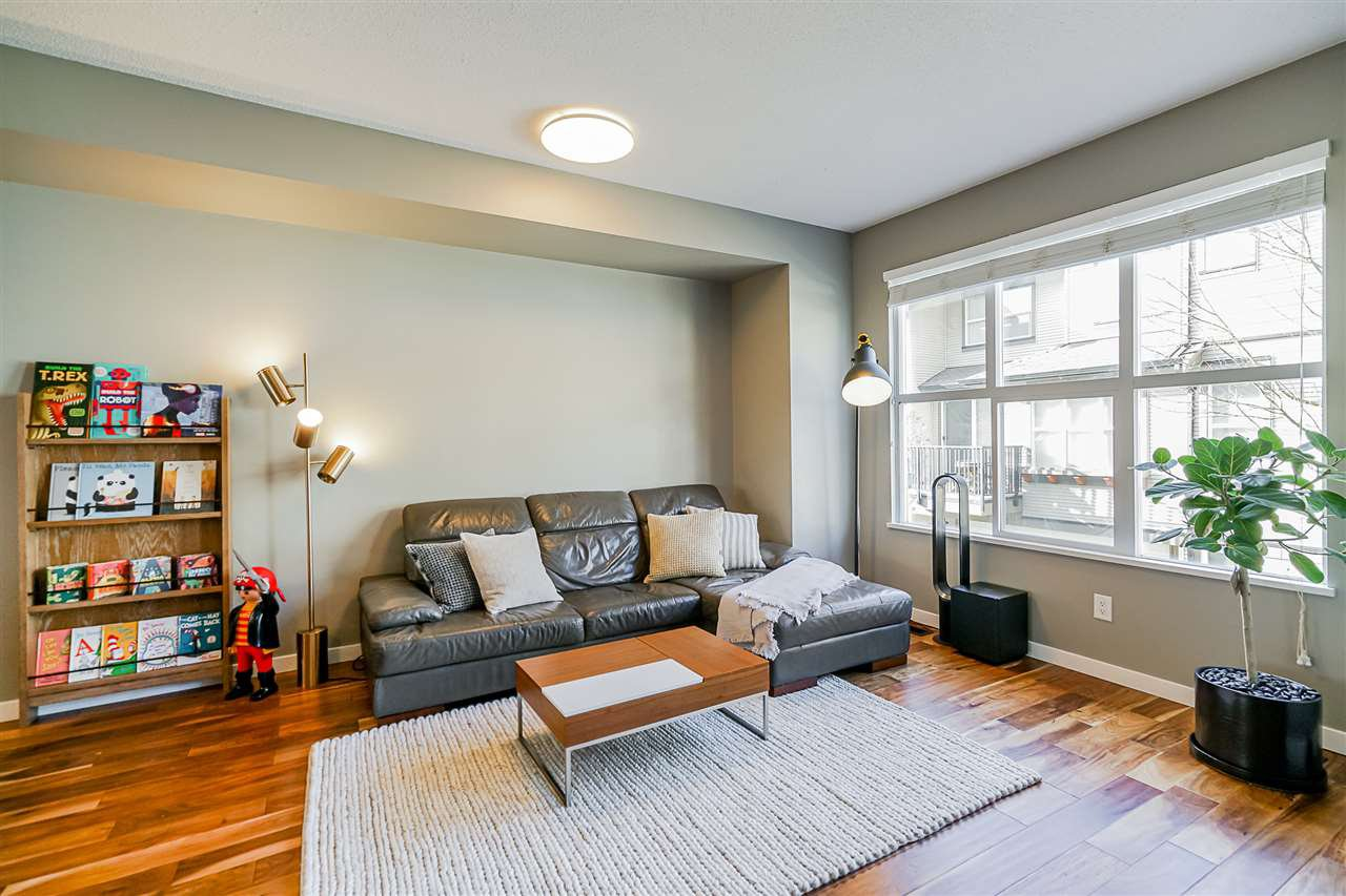 """Photo 9: Photos: 16 6736 SOUTHPOINT Drive in Burnaby: South Slope Townhouse for sale in """"SOUTHPOINT"""" (Burnaby South)  : MLS®# R2433523"""