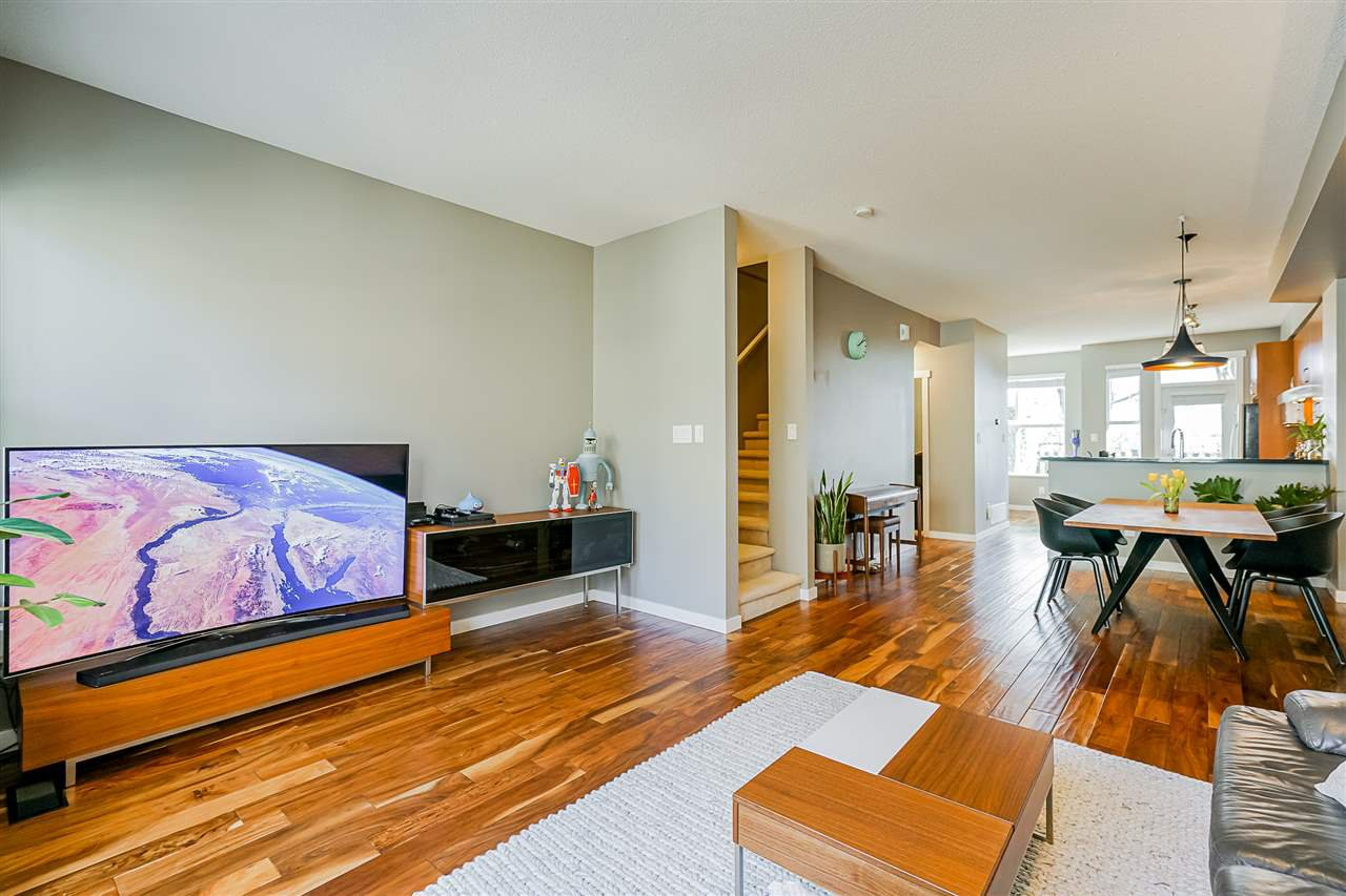 """Photo 11: Photos: 16 6736 SOUTHPOINT Drive in Burnaby: South Slope Townhouse for sale in """"SOUTHPOINT"""" (Burnaby South)  : MLS®# R2433523"""