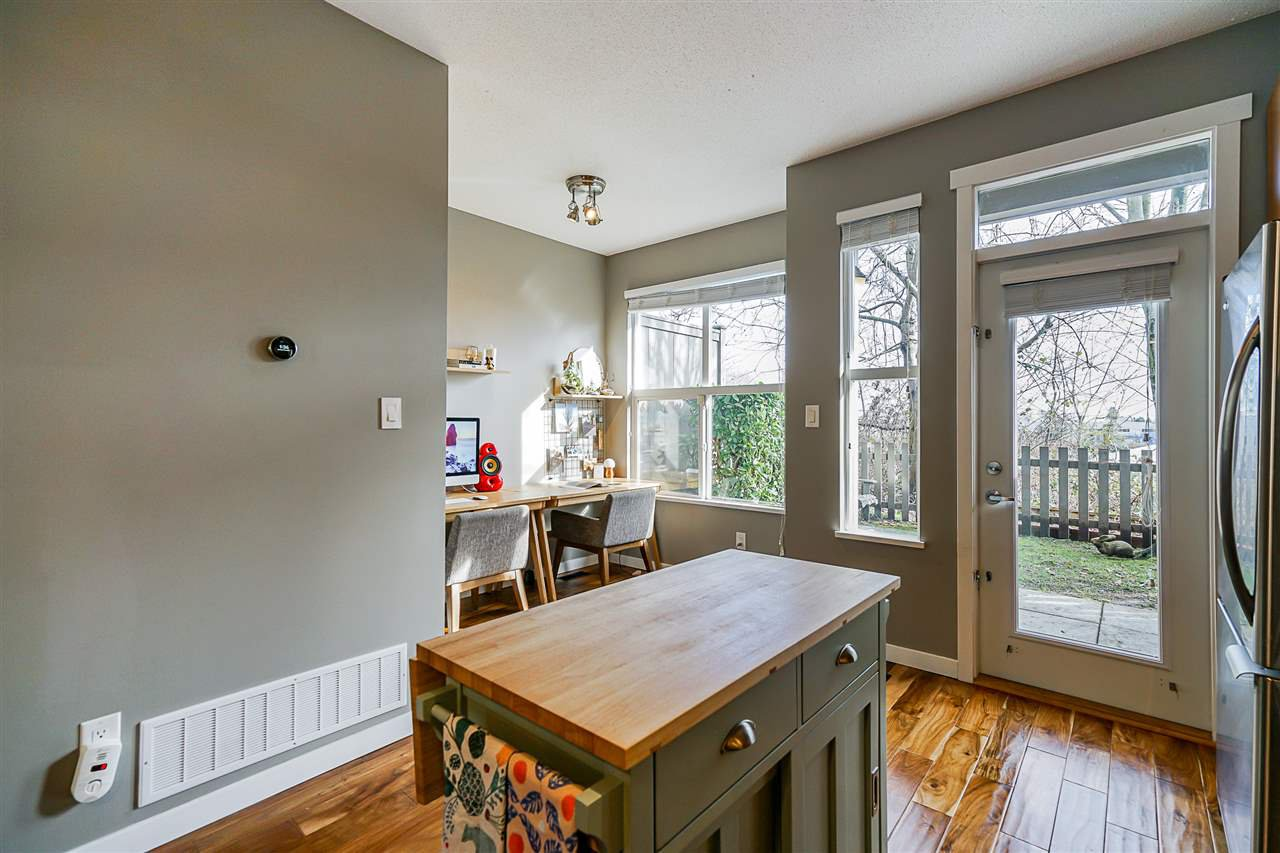 """Photo 5: Photos: 16 6736 SOUTHPOINT Drive in Burnaby: South Slope Townhouse for sale in """"SOUTHPOINT"""" (Burnaby South)  : MLS®# R2433523"""