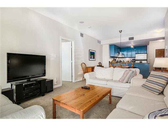 """Photo 3: Photos: 409 100 E ESPLANADE Street in North Vancouver: Lower Lonsdale Condo for sale in """"The Landing"""" : MLS®# V1063412"""