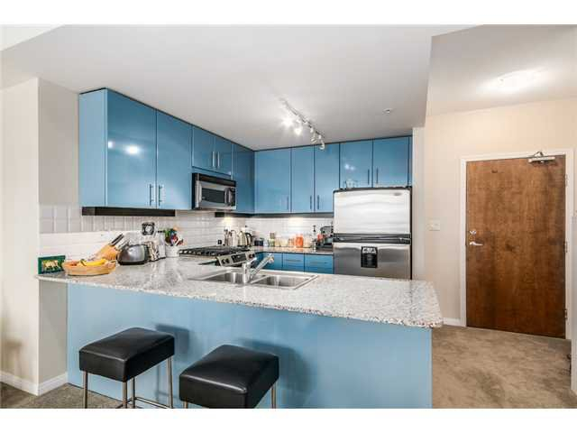 """Photo 5: Photos: 409 100 E ESPLANADE Street in North Vancouver: Lower Lonsdale Condo for sale in """"The Landing"""" : MLS®# V1063412"""