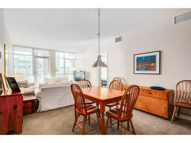 """Photo 4: Photos: 409 100 E ESPLANADE Street in North Vancouver: Lower Lonsdale Condo for sale in """"The Landing"""" : MLS®# V1063412"""