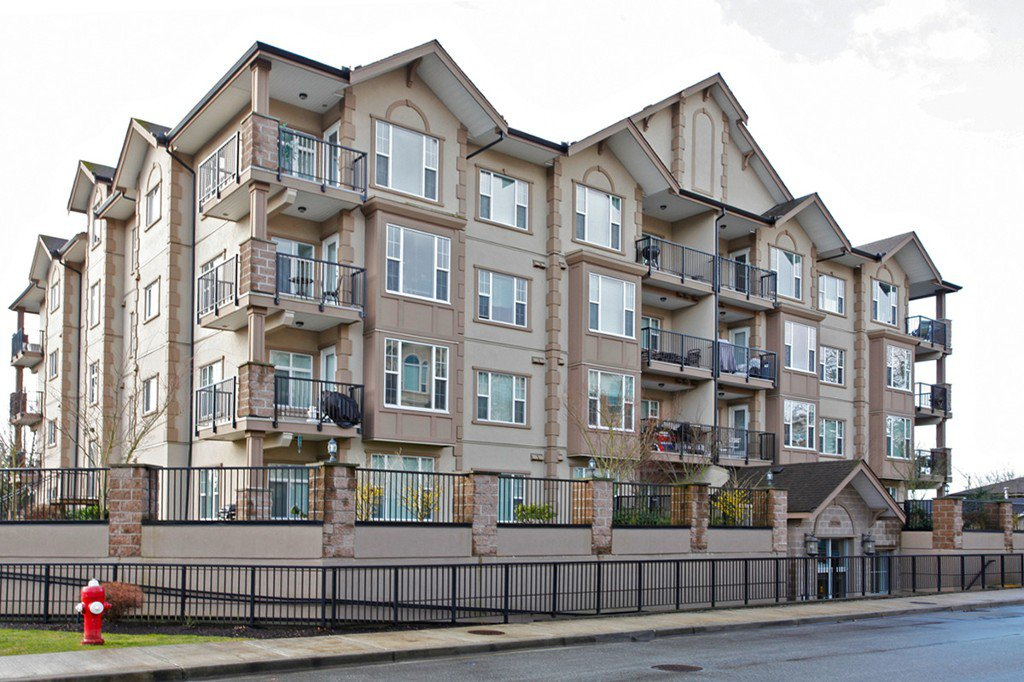 "Main Photo: 204 20286 53A Avenue in Langley: Langley City Condo for sale in ""Casa Verona"" : MLS®# F1428977"