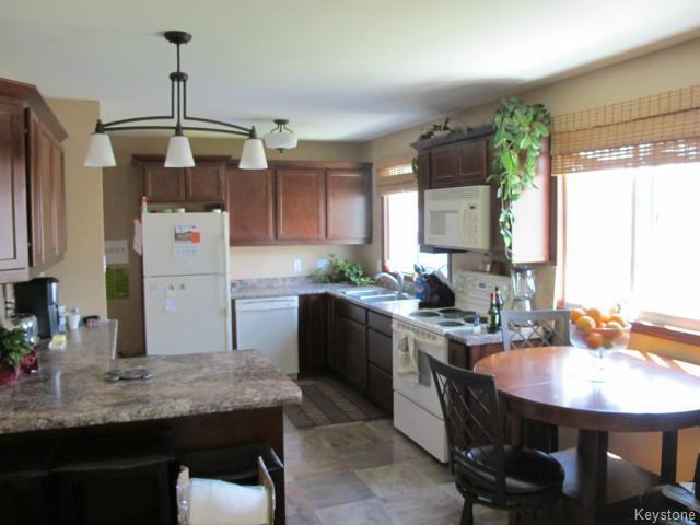 Photo 10: Photos:  in WINNIPEG: North Kildonan Residential for sale (North East Winnipeg)  : MLS®# 1511206