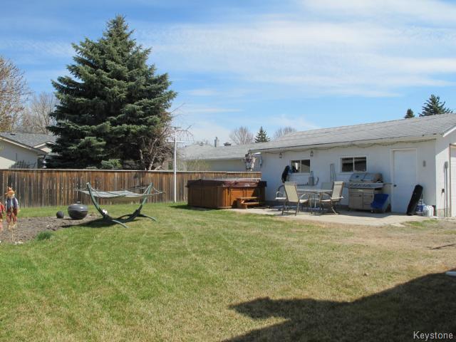 Photo 3: Photos:  in WINNIPEG: North Kildonan Residential for sale (North East Winnipeg)  : MLS®# 1511206