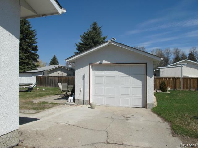 Photo 6: Photos:  in WINNIPEG: North Kildonan Residential for sale (North East Winnipeg)  : MLS®# 1511206