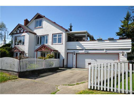 Main Photo: 3001 QUADRA St in VICTORIA: Vi Mayfair Single Family Detached for sale (Victoria)  : MLS®# 703773
