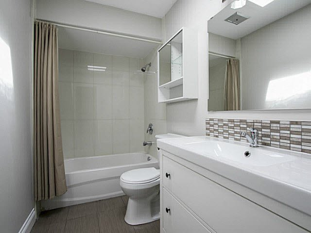 "Photo 11: Photos: 2 4951 57 Street in Ladner: Hawthorne Townhouse for sale in ""THE OASIS"" : MLS®# V1137084"