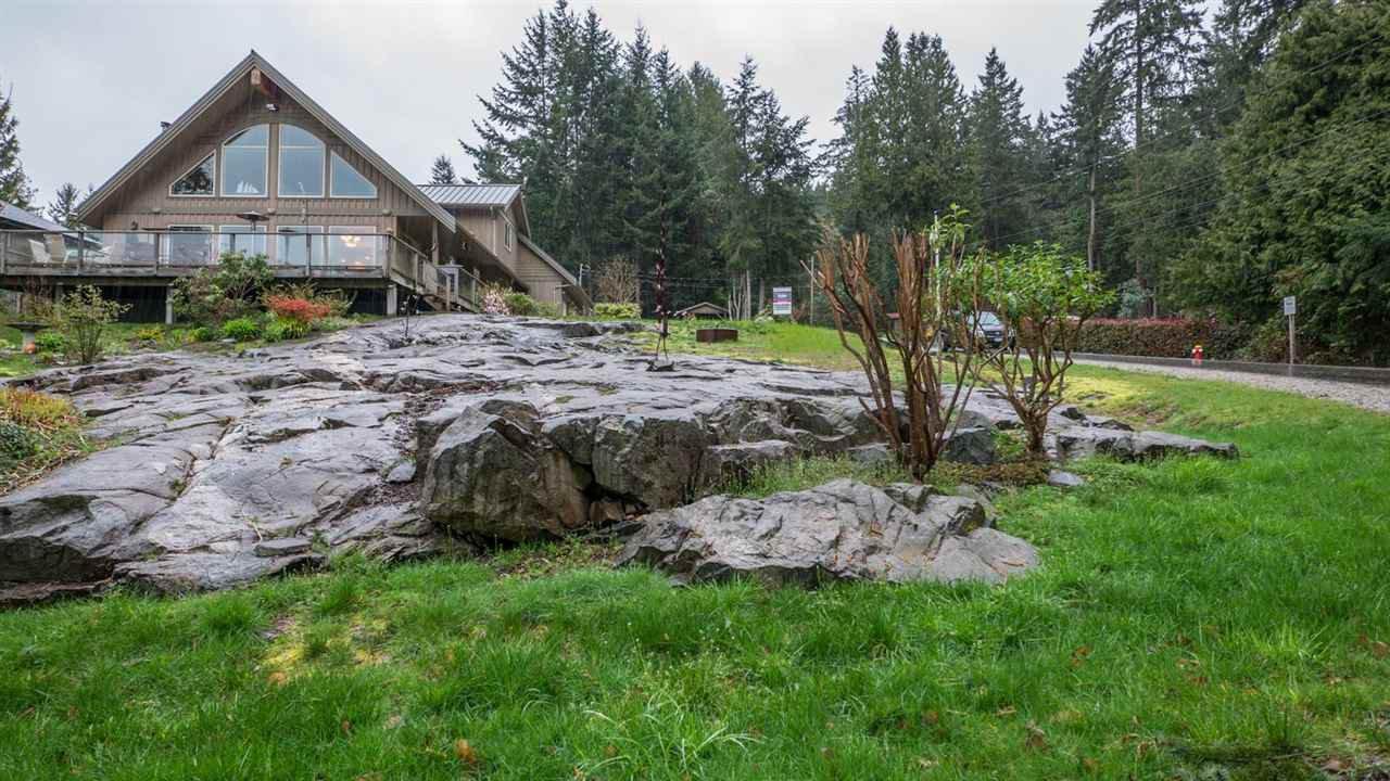 Main Photo: 5667 ANNEX Road in Sechelt: Halfmn Bay Secret Cv Redroofs House for sale (Sunshine Coast)  : MLS®# R2045259