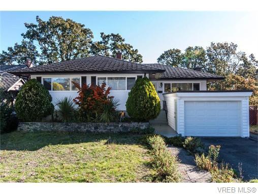 Main Photo: 1685 Yale St in VICTORIA: OB North Oak Bay Single Family Detached for sale (Oak Bay)  : MLS®# 743768